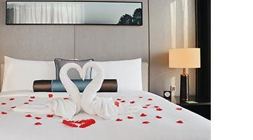 Treat your other half to a memorable stay for just CNY 280 more.
