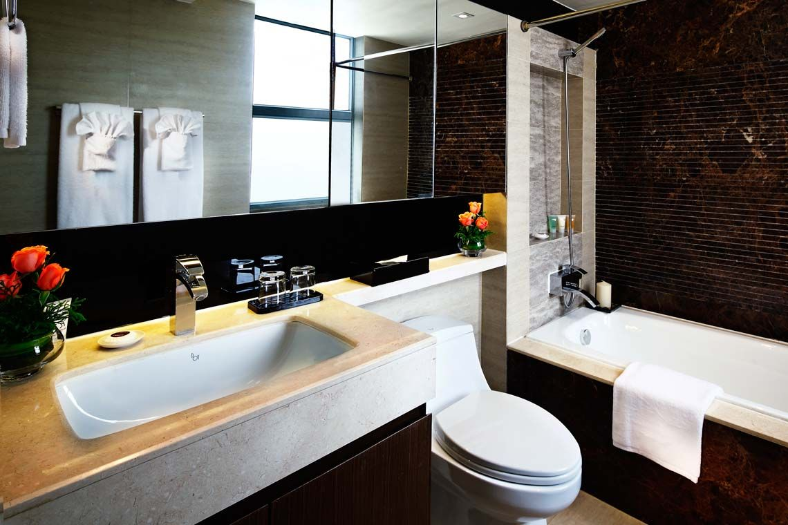 Oakwood Gold Arch Residence Guangzhou's three-bedroom's bathroom