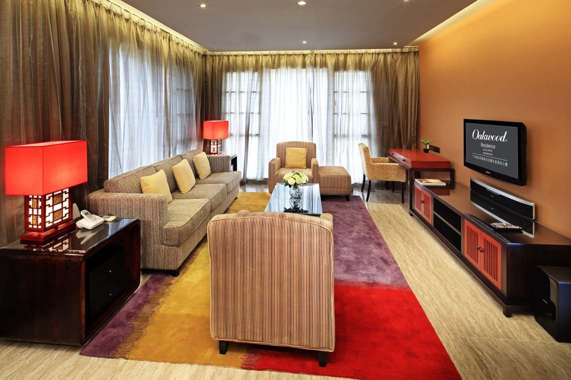 Oakwood Gold Arch Residence Guangzhou's two-bedroom deluxe apartment's living room