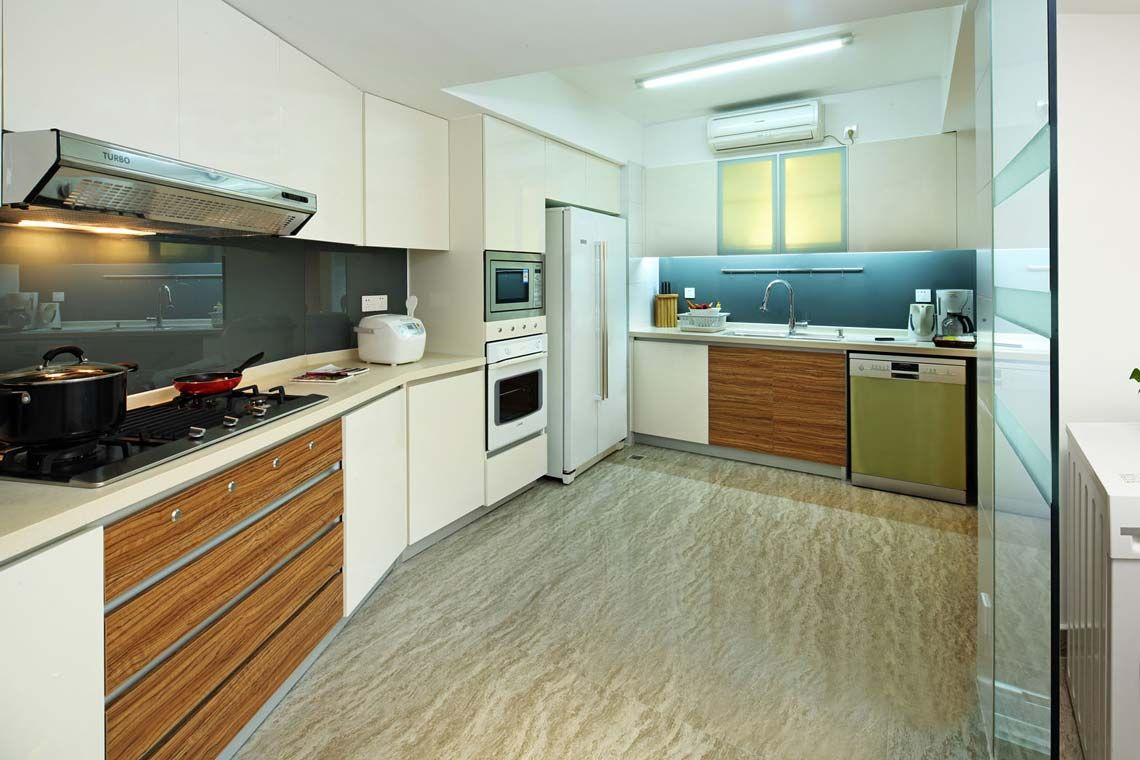 Oakwood Gold Arch Residence Guangzhou's two-bedroom deluxe apartment's kitchen