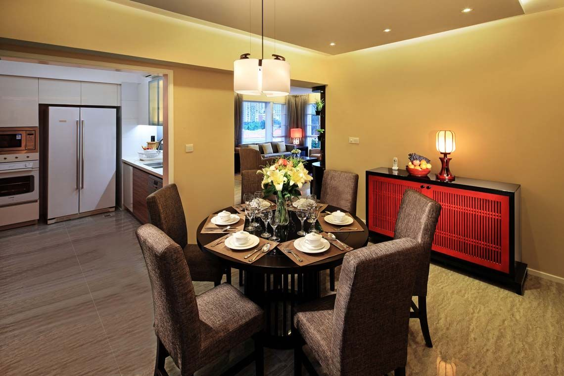 Oakwood Gold Arch Residence Guangzhou's two-bedroom deluxe apartment's dining room