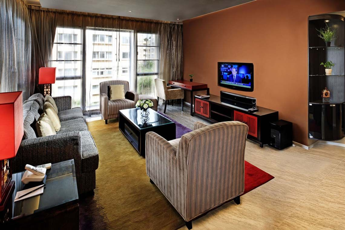 Oakwood Gold Arch Residence Guangzhou's three-bedroom deluxe apartment's living room