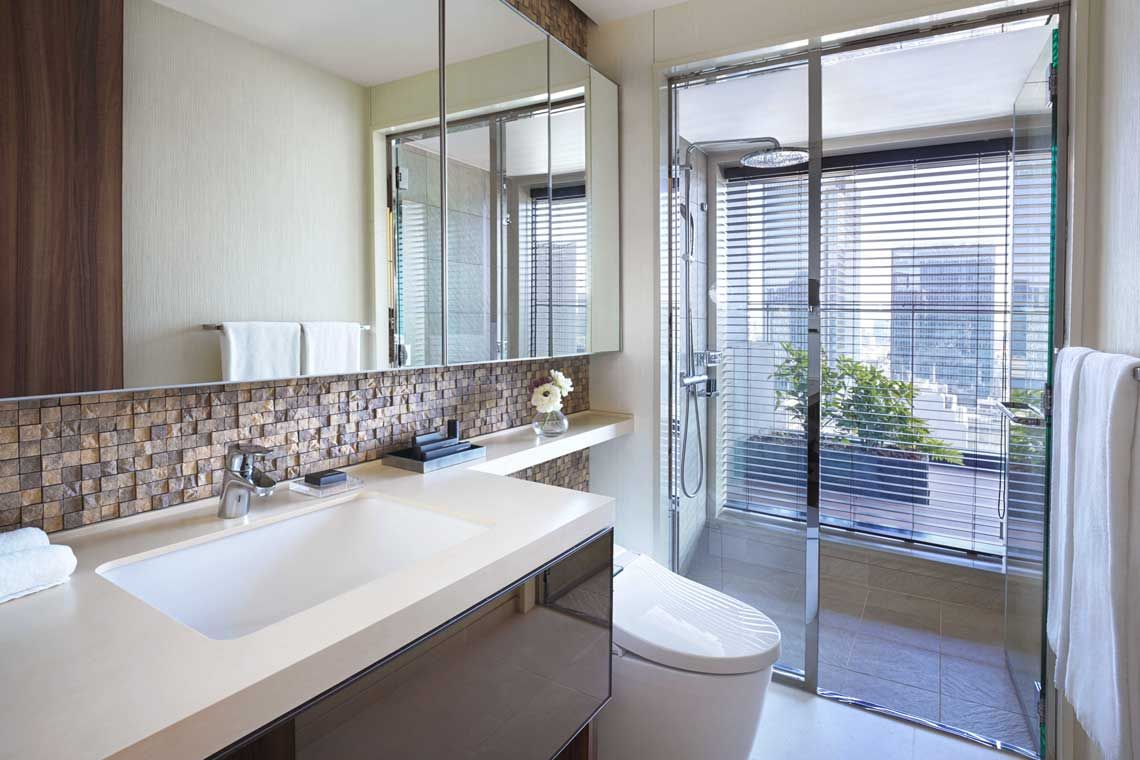Oakwood Premier Tokyo's two-bedroom deluxe apartment's bathroom