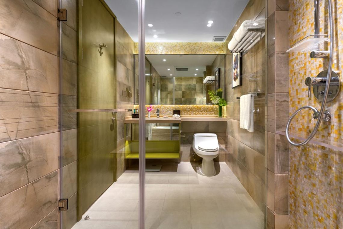 Oakwood Hotel & Residence Suzhou's three-bedroom apartment's bathroom