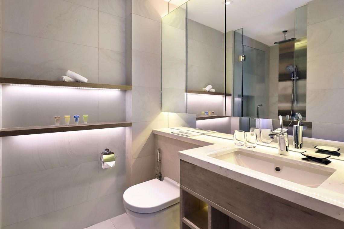 Oakwood Studios Singapore's one-bedroom superior apartment's bathroom