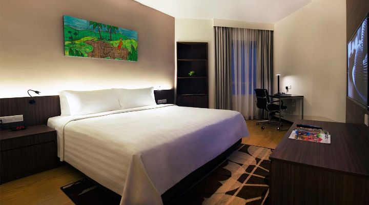 Oakwood Hotel & Residence Kuala Lumpur's two-bedroom deluxe apartment's king bed