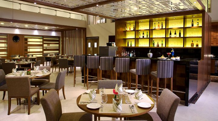 Oakwood Residence Prestige Whitefield, Bangalore's Oakleaf Restaurant and Bar