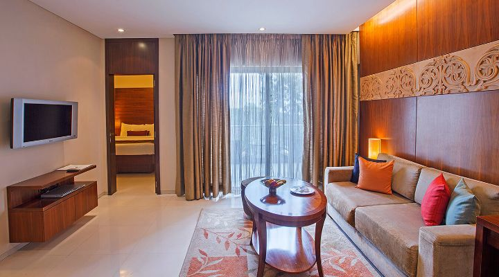 Oakwood Residence Naylor Road Pune one-bedroom executive apartment's living room