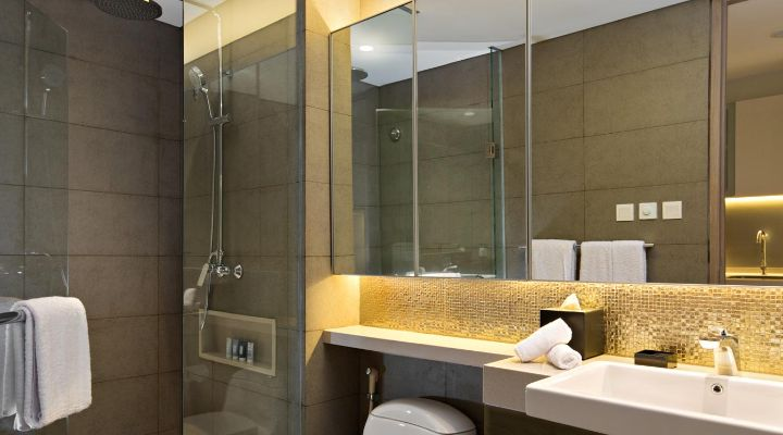 Oakwood Hotel & Residence Surabaya's studio's bathroom