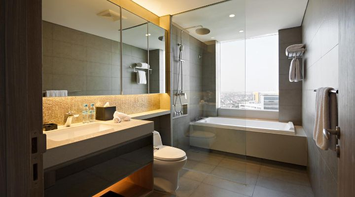 Oakwood Hotel & Residence Surabaya's two-bedroom apartment's bathroom