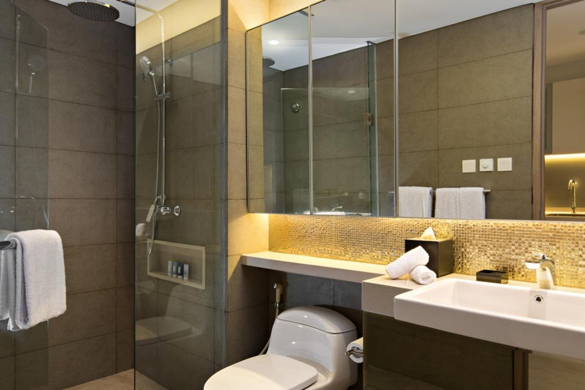 Oakwood Hotel & Residence Surabaya's studio deluxe king apartment's bathroom