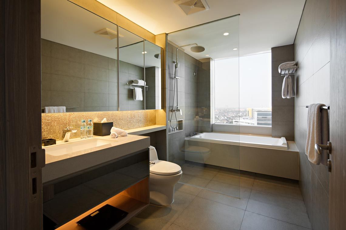 Oakwood Hotel & Residence Surabaya's two-bedroom deluxe apartment's bathroom
