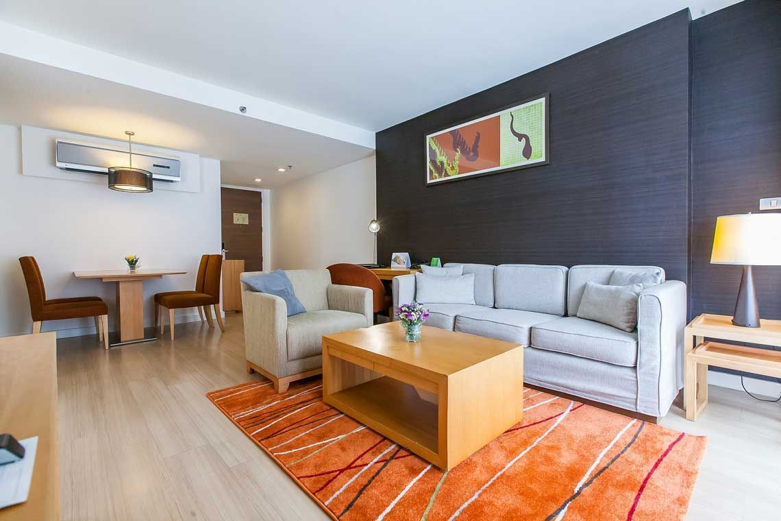 Oakwood Residence Sukhumvit 24, Bangkok's one-bedroom deluxe apartment
