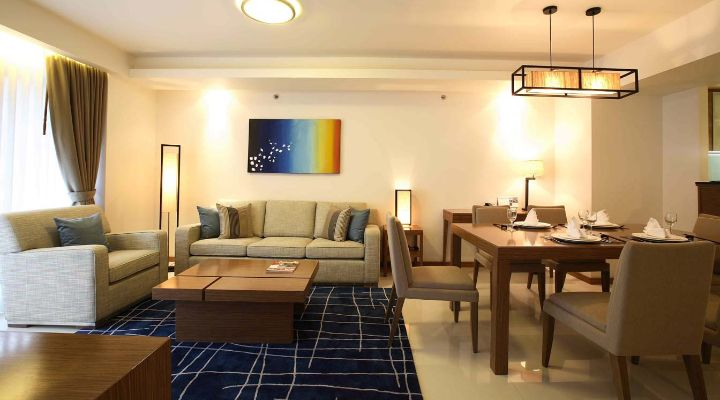 -bedroom apartment's dining area Oakwood Residence Sukhumvit Thonglor, Bangkok's two-bedroom apartment's dining area