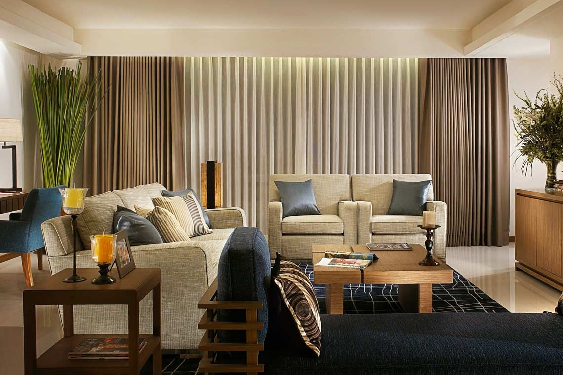 Oakwood Residence Sukhumvit Thonglor, Bangkok's three-bedroom apartment's living room