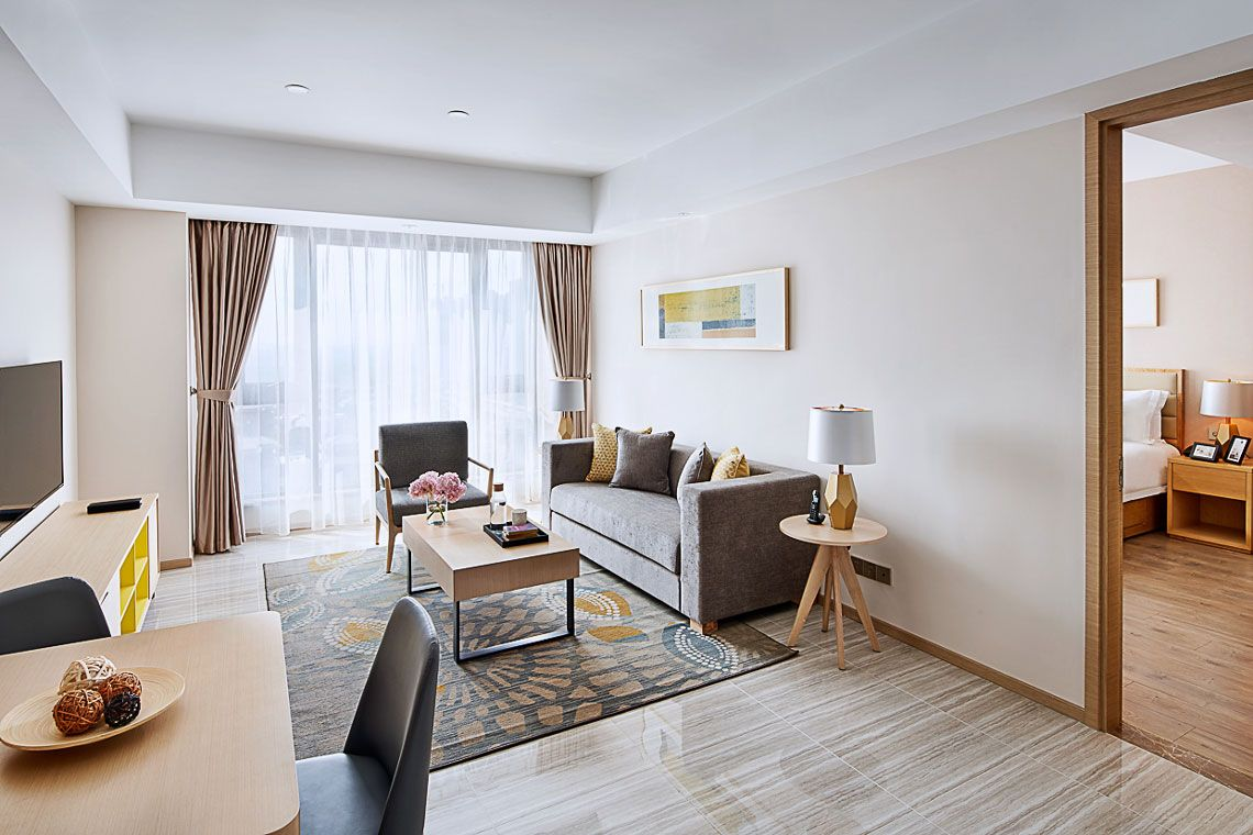 Oakwood Apartments Yangzhou's one-bedroom deluxe apartment living room
