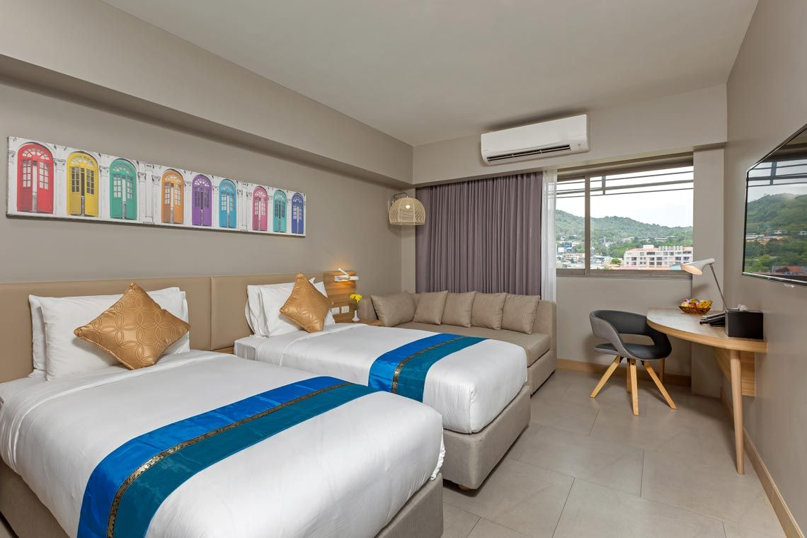 Oakwood Hotel Journeyhub Phuket's deluxe twin room