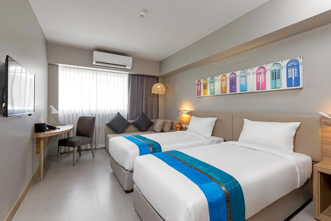 Oakwood Hotel Journeyhub Phuket's deluxe room twin