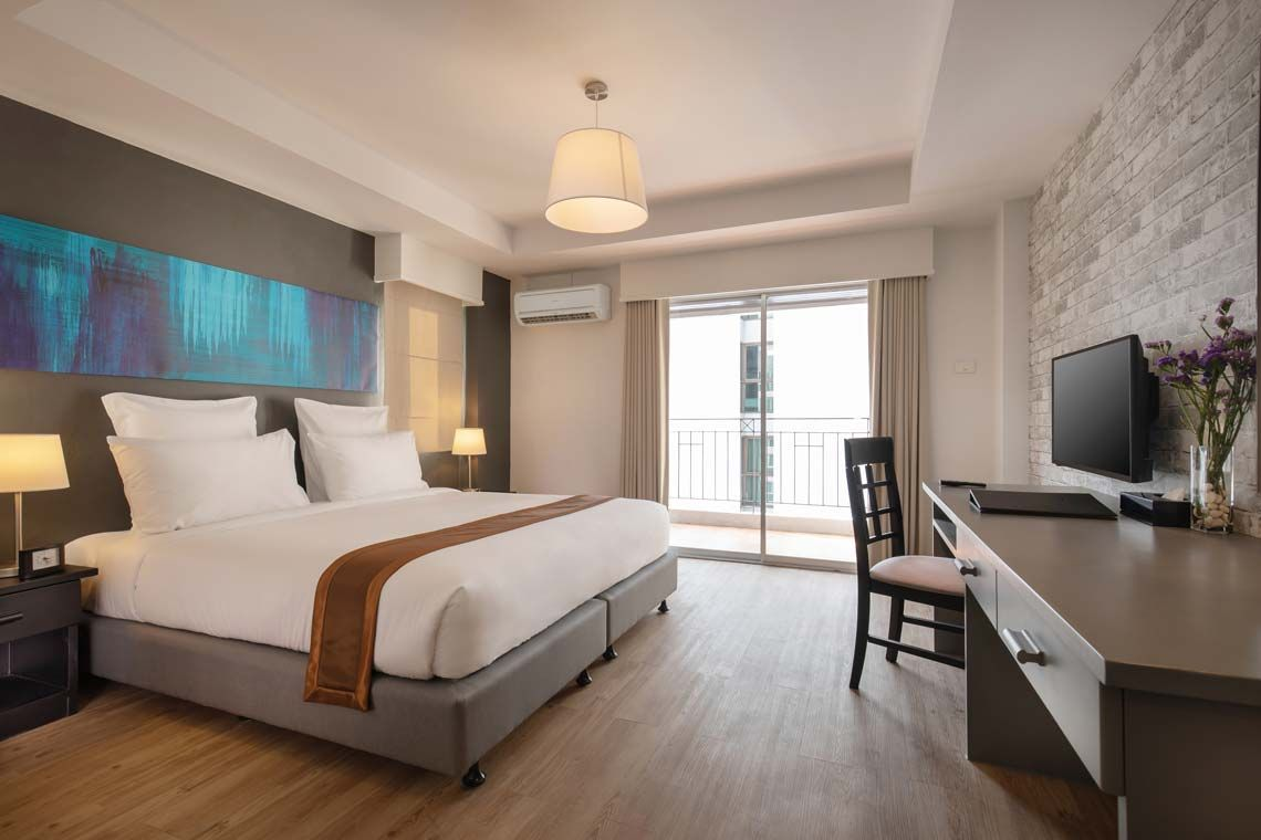 Oakwood Hotel Journeyhub Pattaya's deluxe room