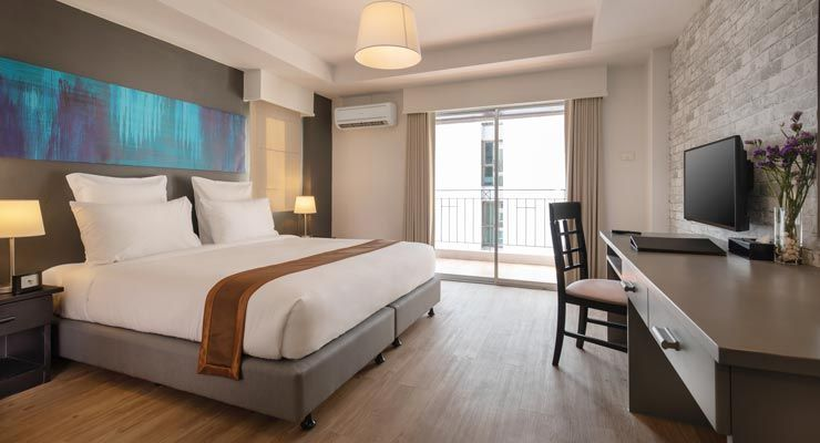 Oakwood Hotel Journeyhub Pattaya's deluxe room king