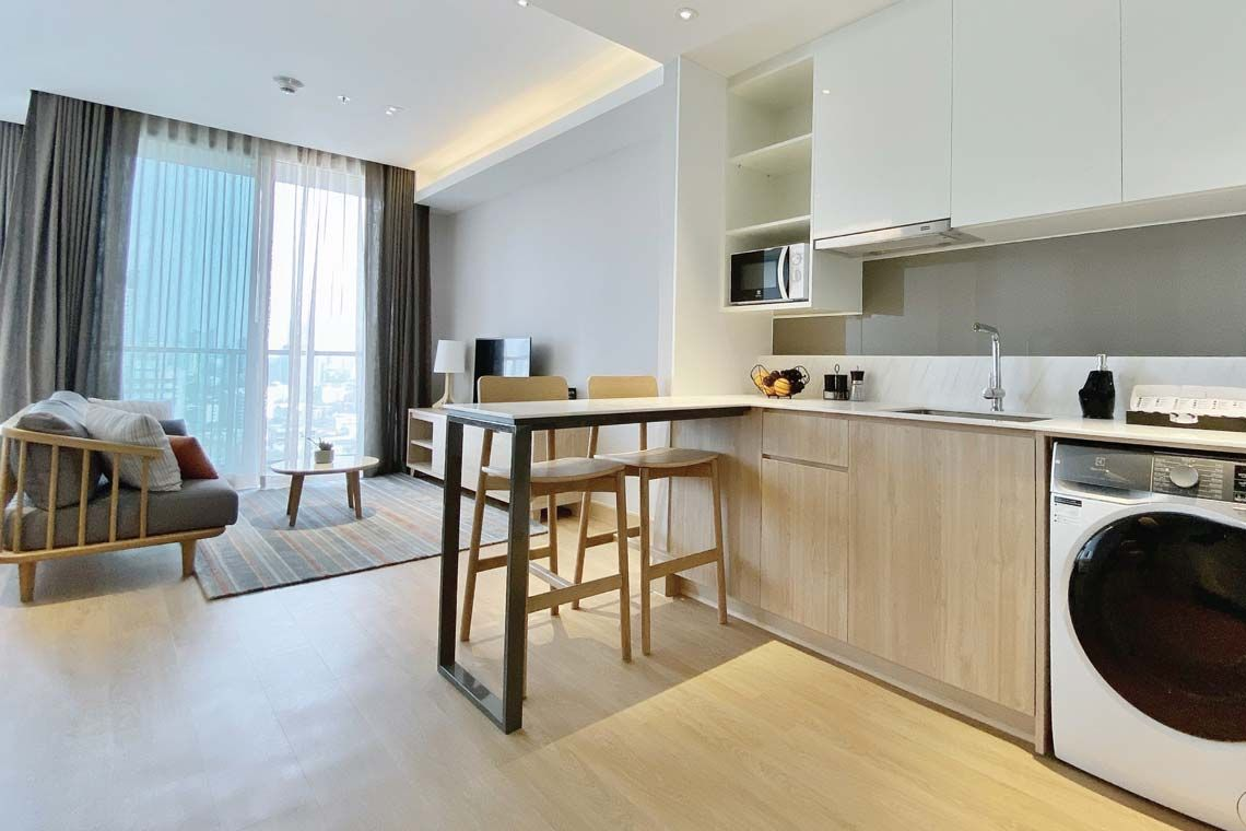 Oakwood Suites Bangkok's studio executive's kitchenette