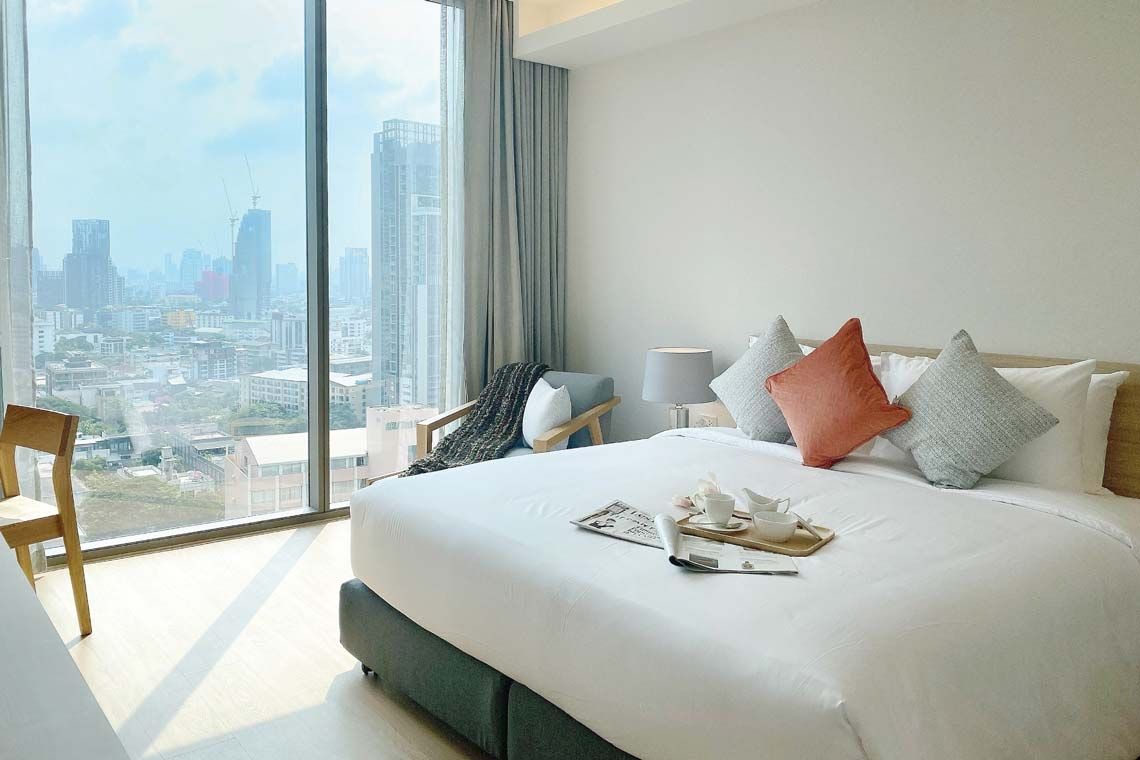 Oakwood Suites Bangkok's one-bedroom superior apartment's bedroom