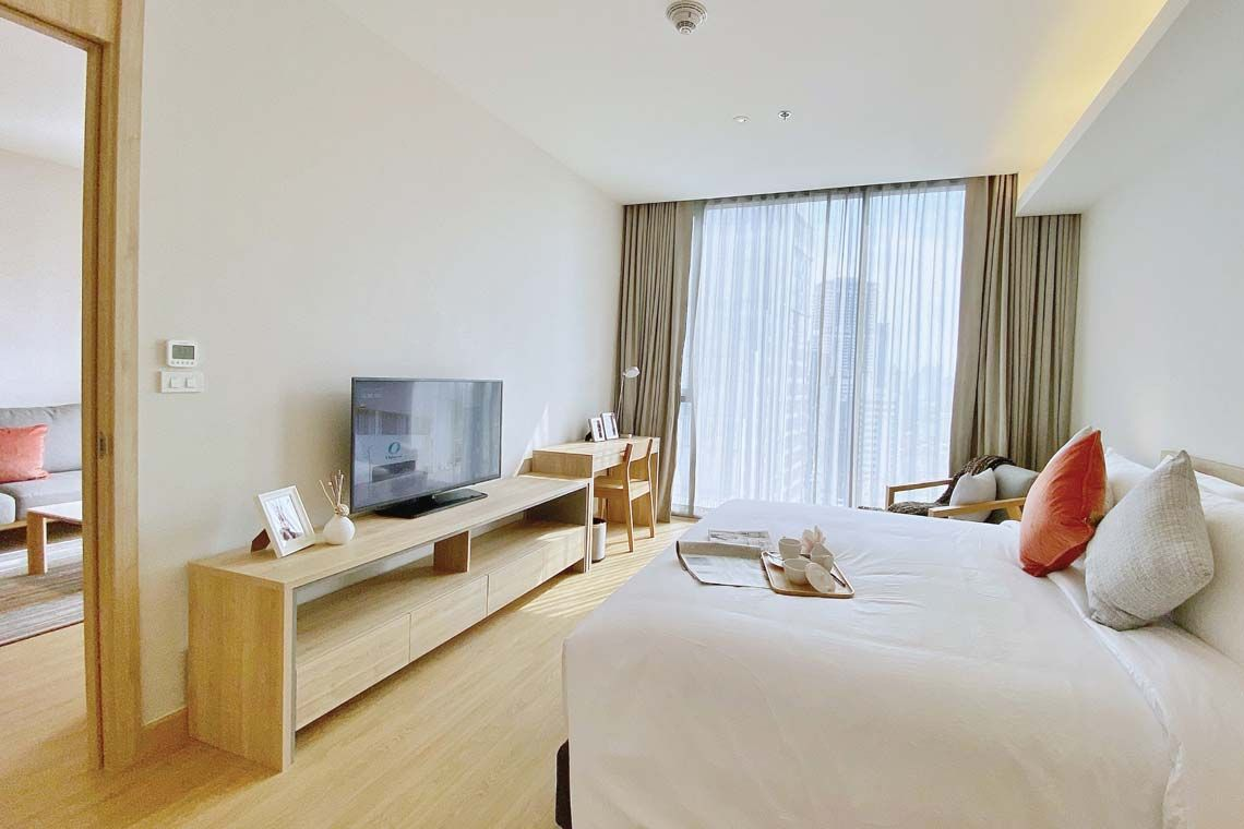 Oakwood Suites Bangkok's one-bedroom deluxe apartment's master bedroom