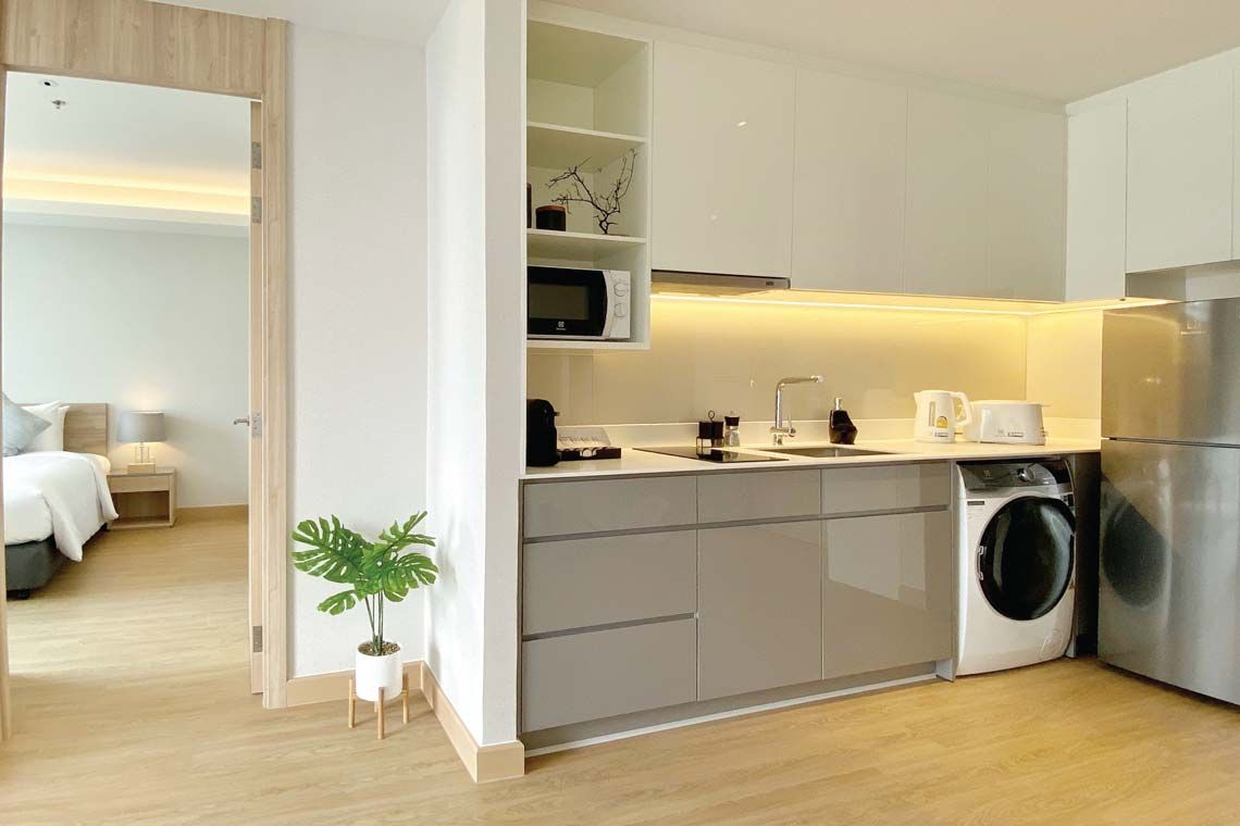 Oakwood Suites Bangkok's one-bedroom deluxe apartment's kitchenette