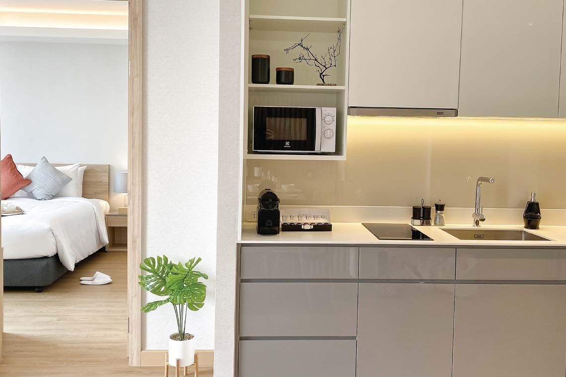 Oakwood Suites Bangkok's premier apartment's kitchenette
