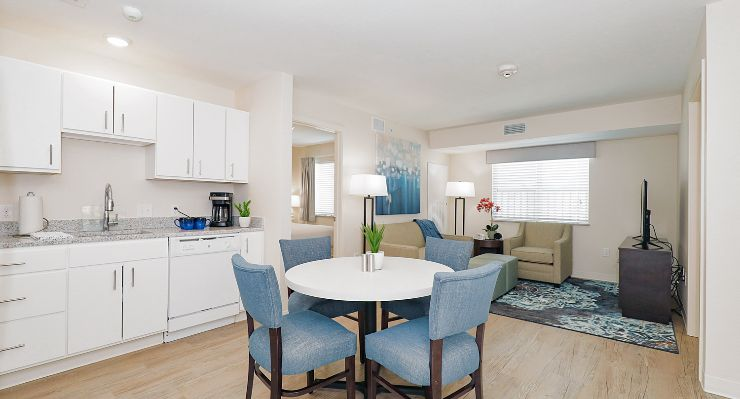 Oakwood WaterWalk Dallas-Richardson's one-bedroom apartment kitchen and dining room