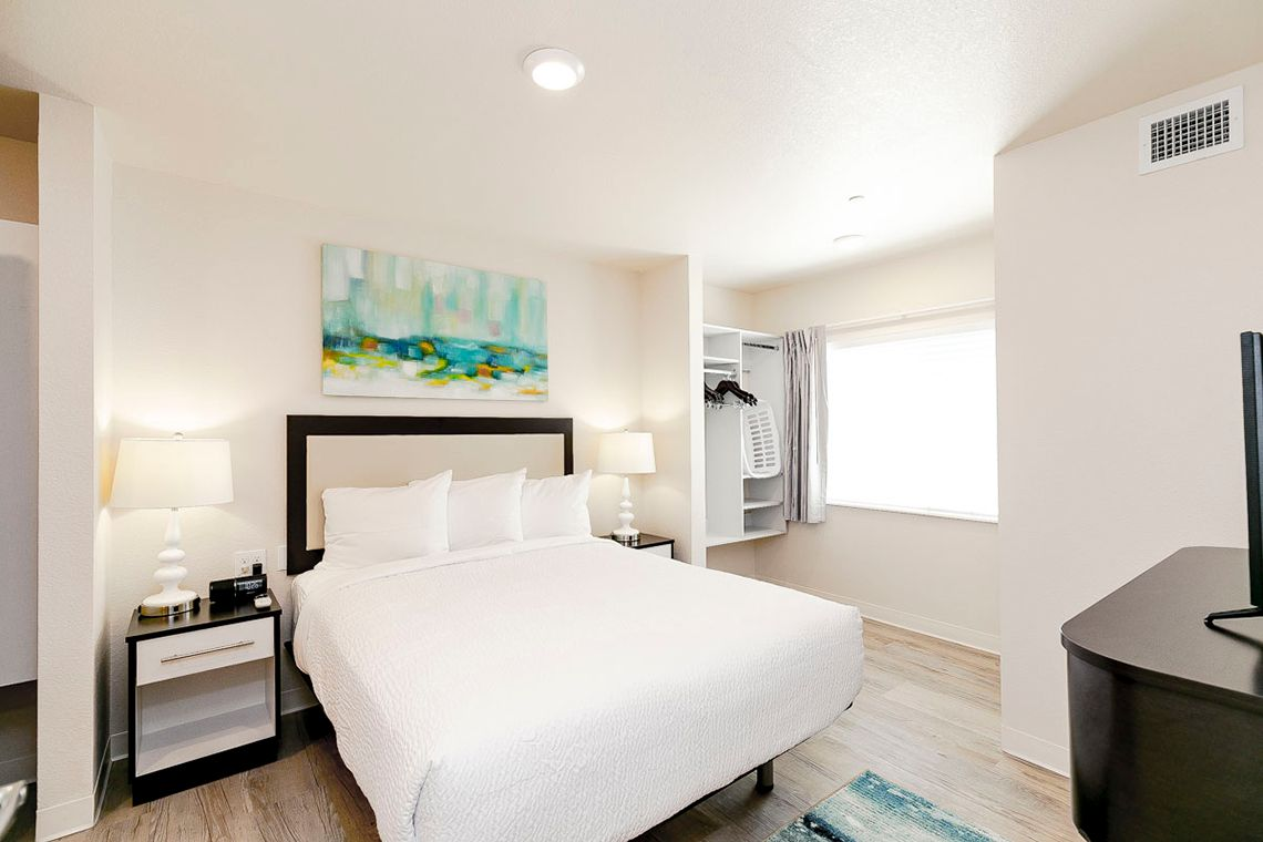 Oakwood WaterWalk Denver Tech Center's one-bedroom apartment bedroom