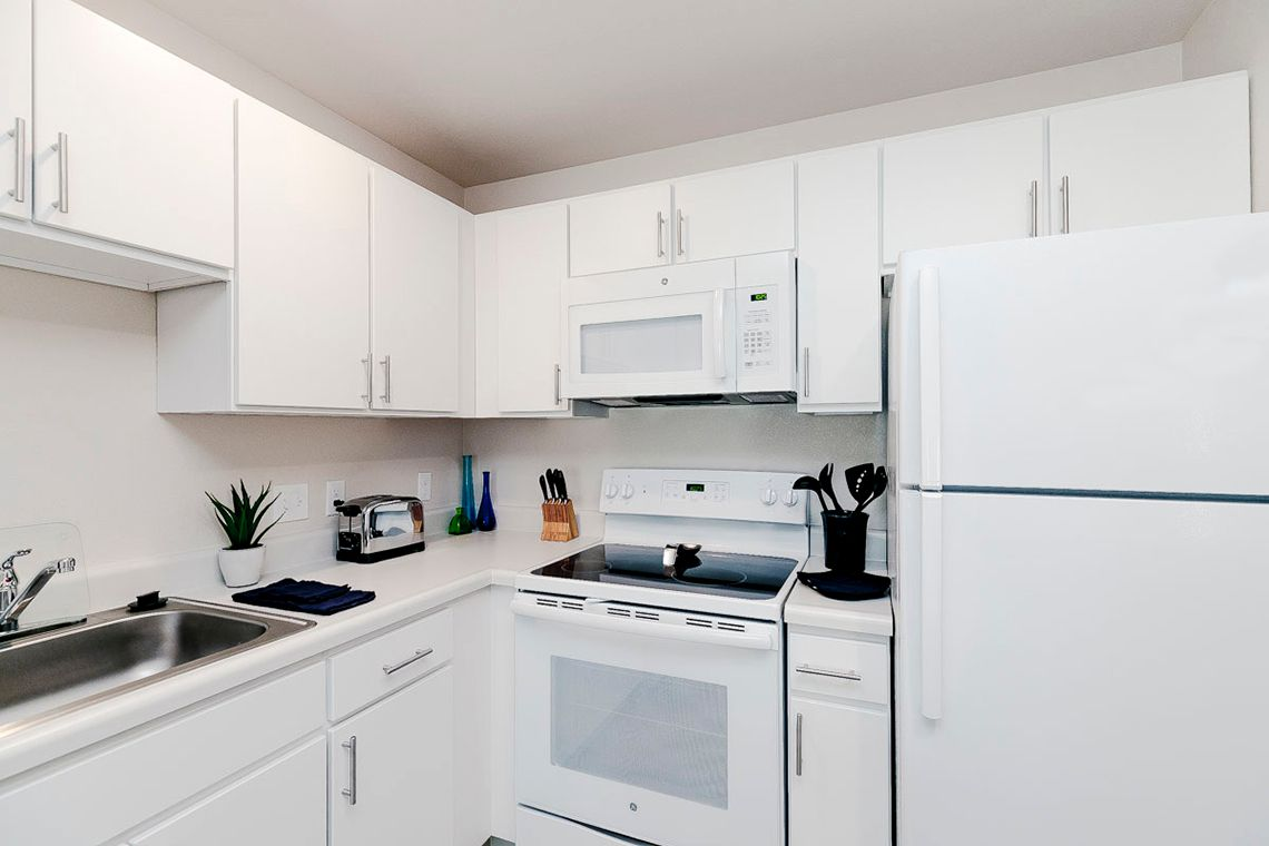 Oakwood WaterWalk Denver Tech Center's one-bedroom apartment kitchen