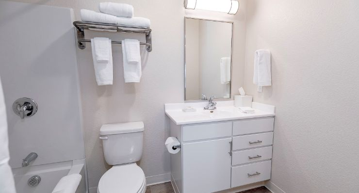 Oakwood WaterWalk Denver Tech Center's one-bedroom apartment bathroom