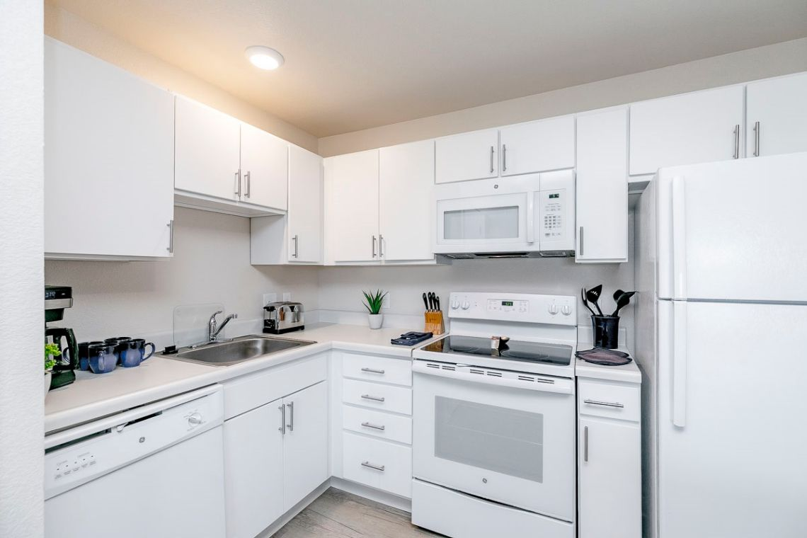 Oakwood WaterWalk Denver Tech Center's three-bedroom apartment kitchen