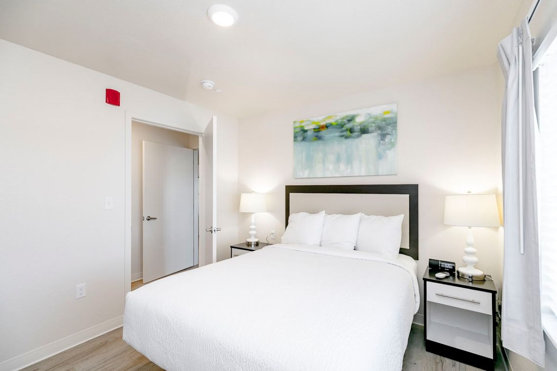 Oakwood WaterWalk Denver Tech Center's three-bedroom apartment bedroom