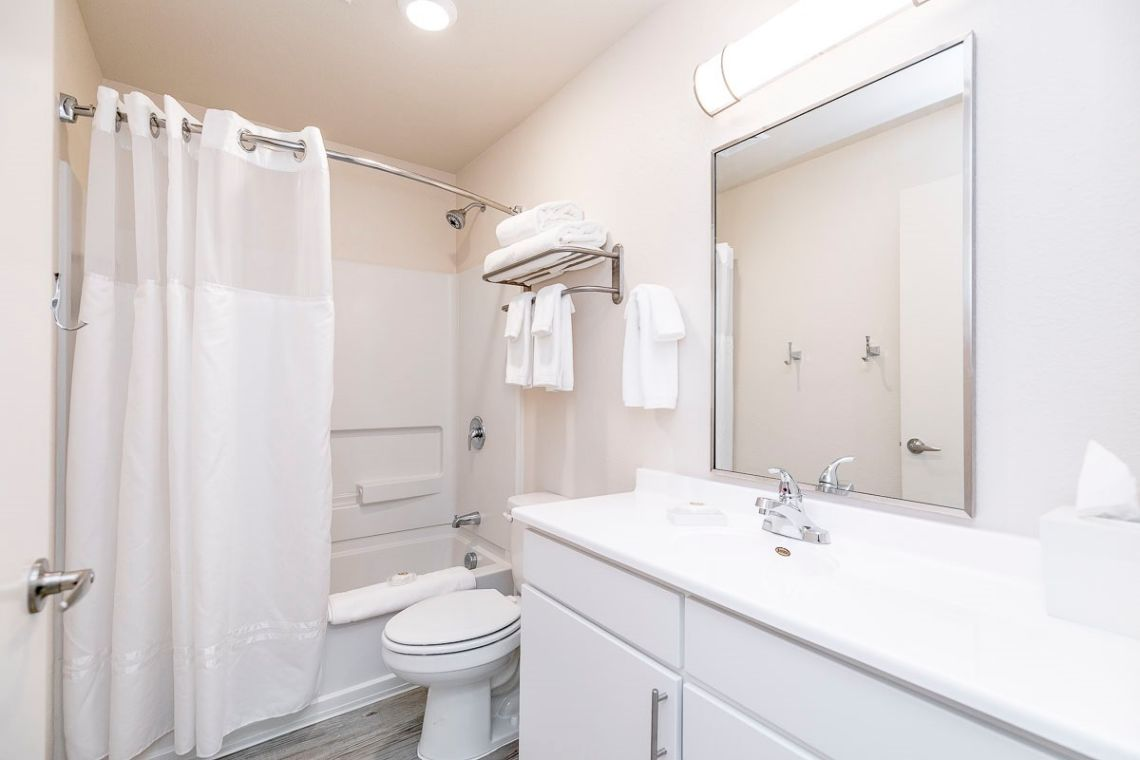 Oakwood WaterWalk Denver Tech Center's three-bedroom apartment bathroom