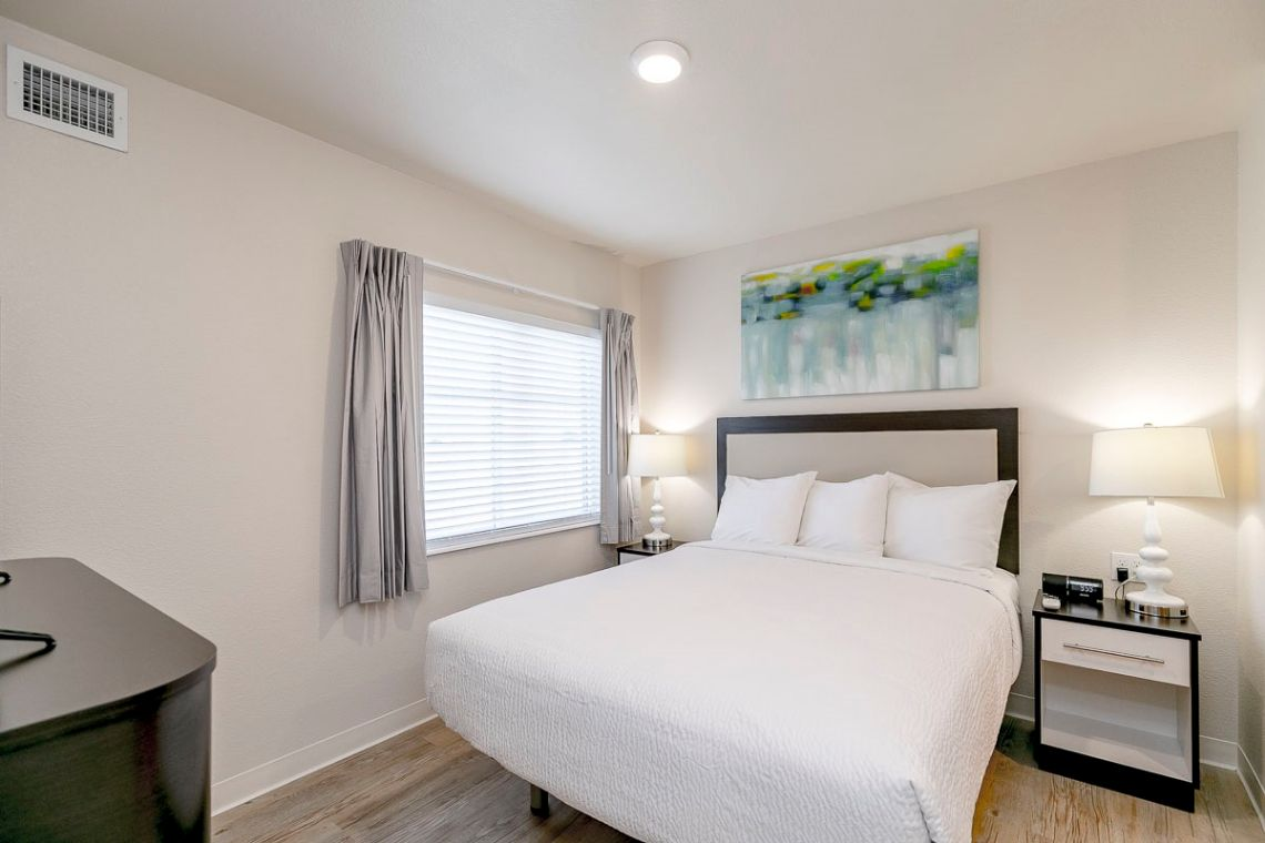 Oakwood WaterWalk Denver Tech Center's two-bedroom apartment bedroom
