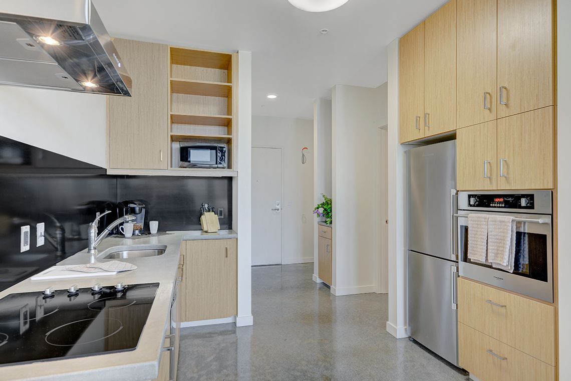 Oakwood Studios Portland Pearl District's one-bedroom apartment kitchen