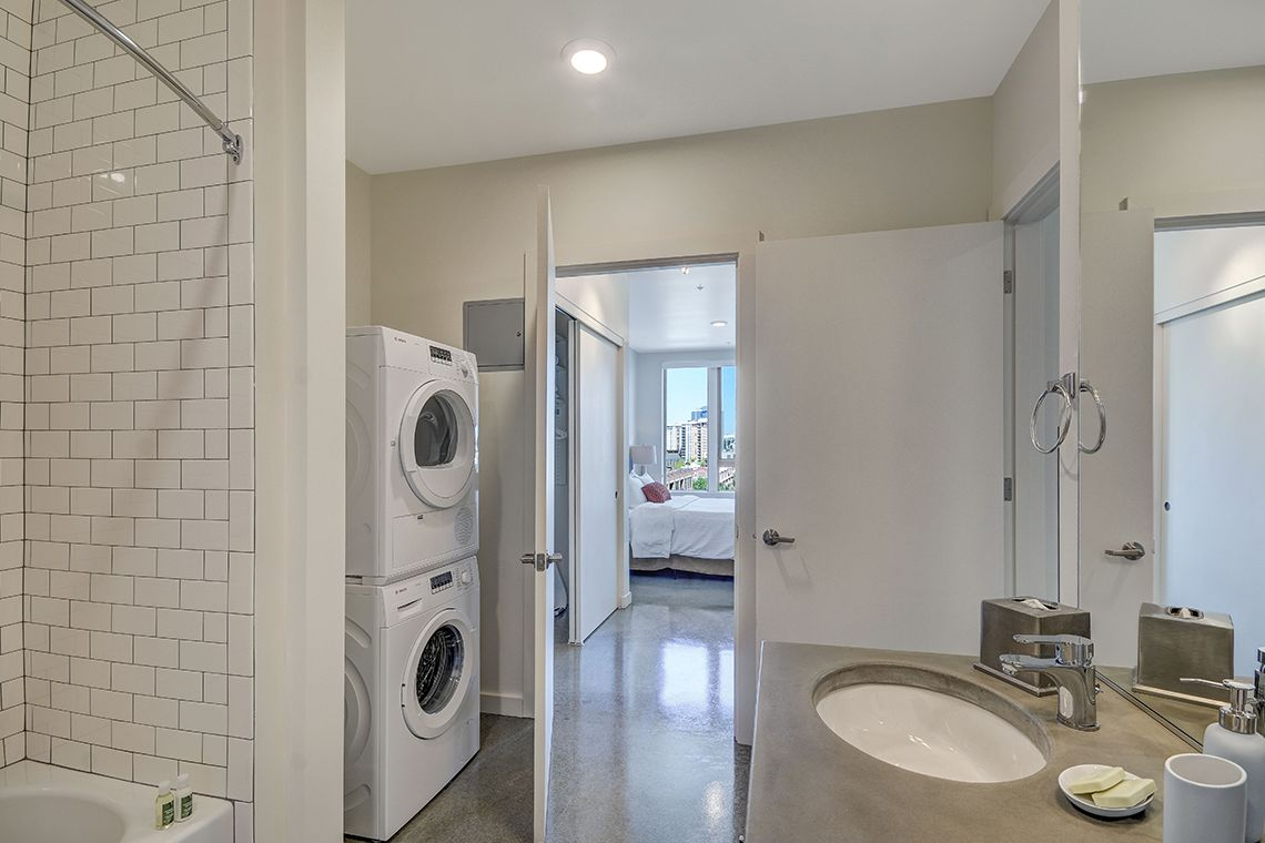 Oakwood Studios Portland Pearl District's two-bedroom apartment bathroom