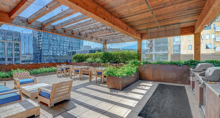 Oakwood Studios Portland Pearl District's rooftop lounge
