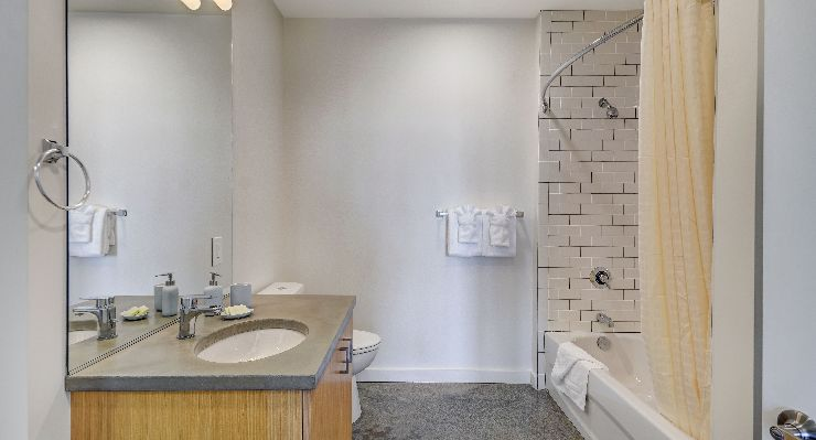 Oakwood Studios Portland Pearl District's one-bedroom apartment bathroom