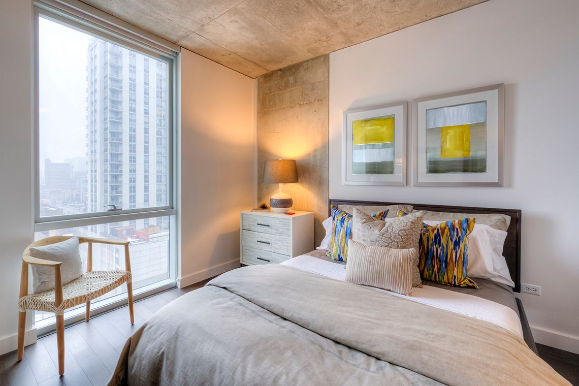 Oakwood Residence Chicago River North's one-bedroom apartment bedroom