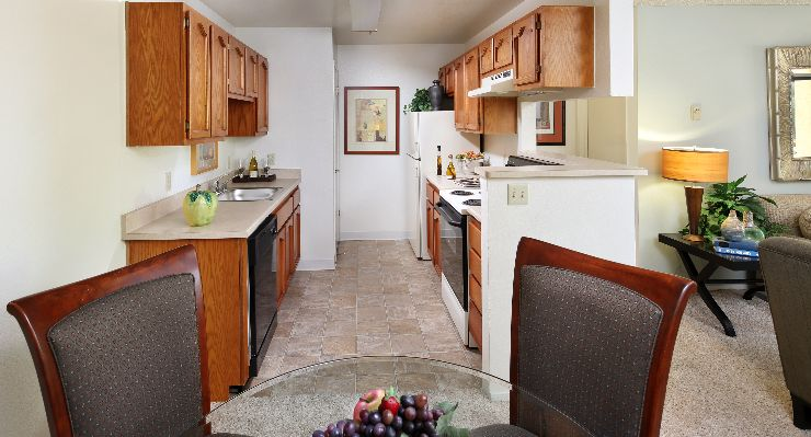 Oakwood Apartments Silicon Valley's one-bedroom apartment kitchen