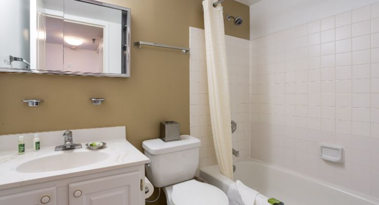 Oakwood Residence Arlington's one-bedroom apartment bathroom