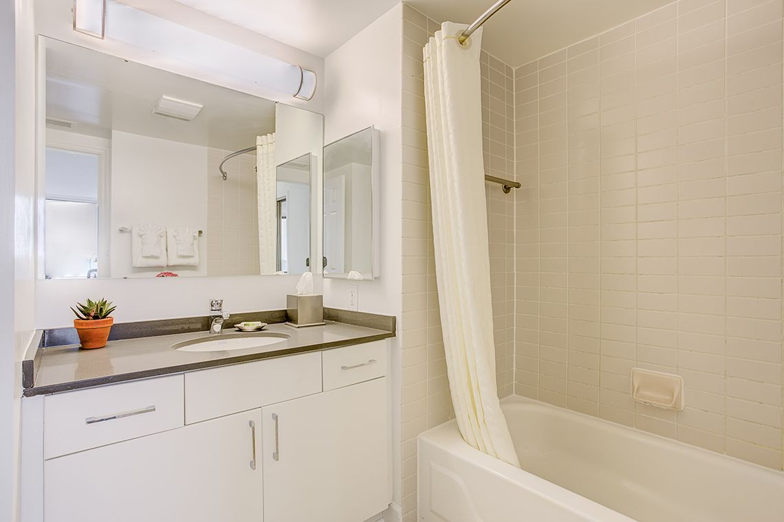 Oakwood Residence Crystal City's one-bedroom apartment bathroom