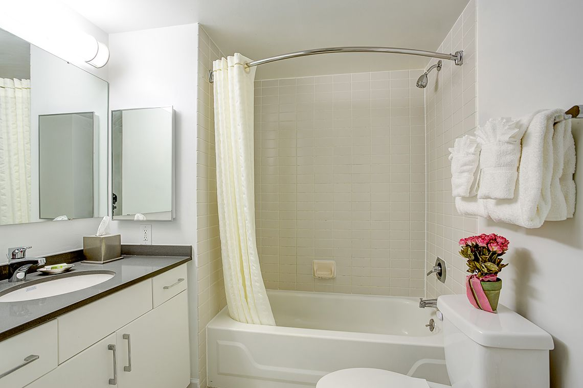 Oakwood Residence Crystal City's two-bedroom apartment bathroom