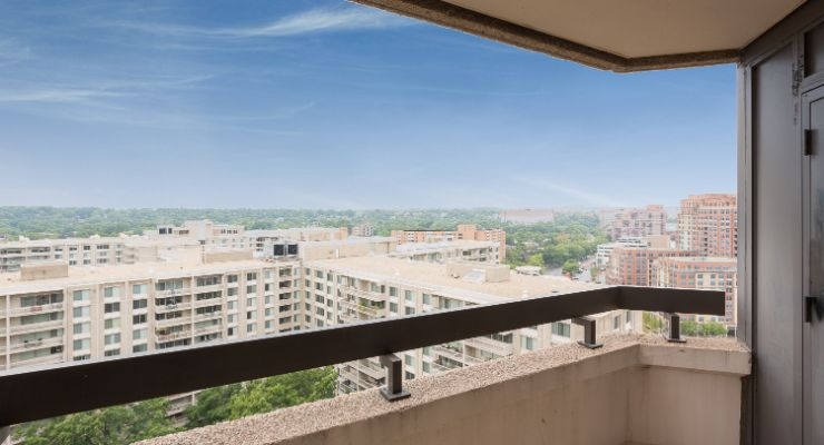 Oakwood Residence Crystal City's one-bedroom apartment balcony