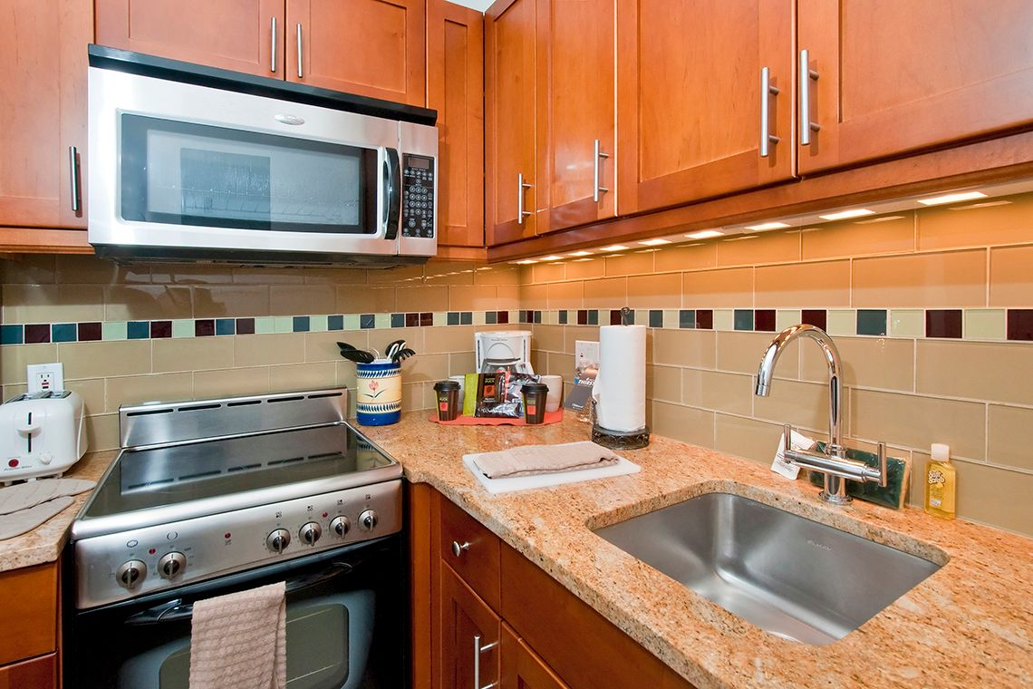 Oakwood Residence Sixth Avenue's one-bedroom apartment kitchen
