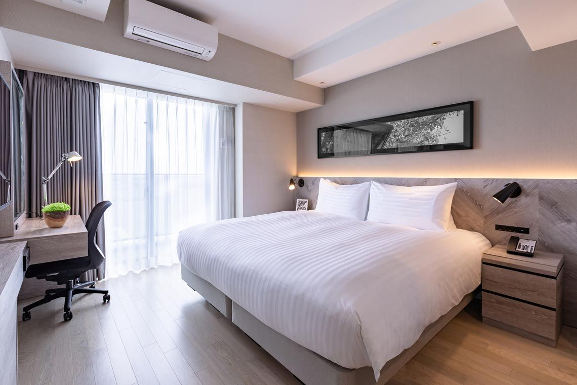 Oakwood Suites Yokohama's studio deluxe apartment with king bed
