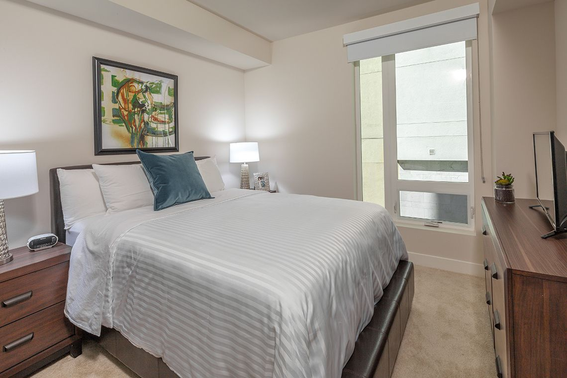 Oakwood Studios Los Angeles Olympic & Olive's two-bedroom apartment bedroom